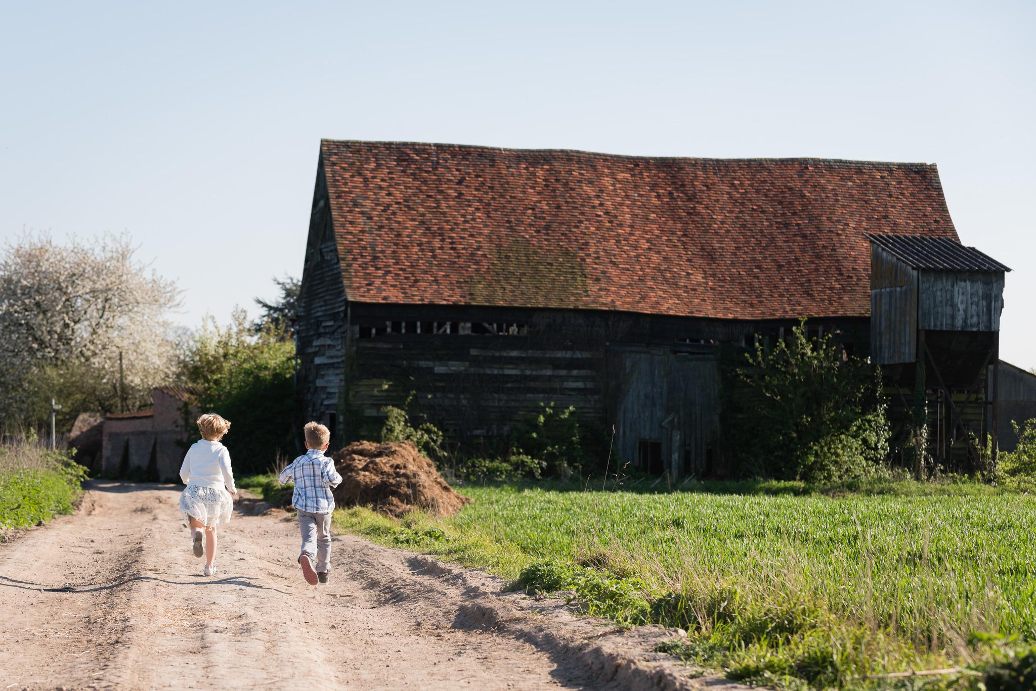 Children having a tour of Woodoaks Farm