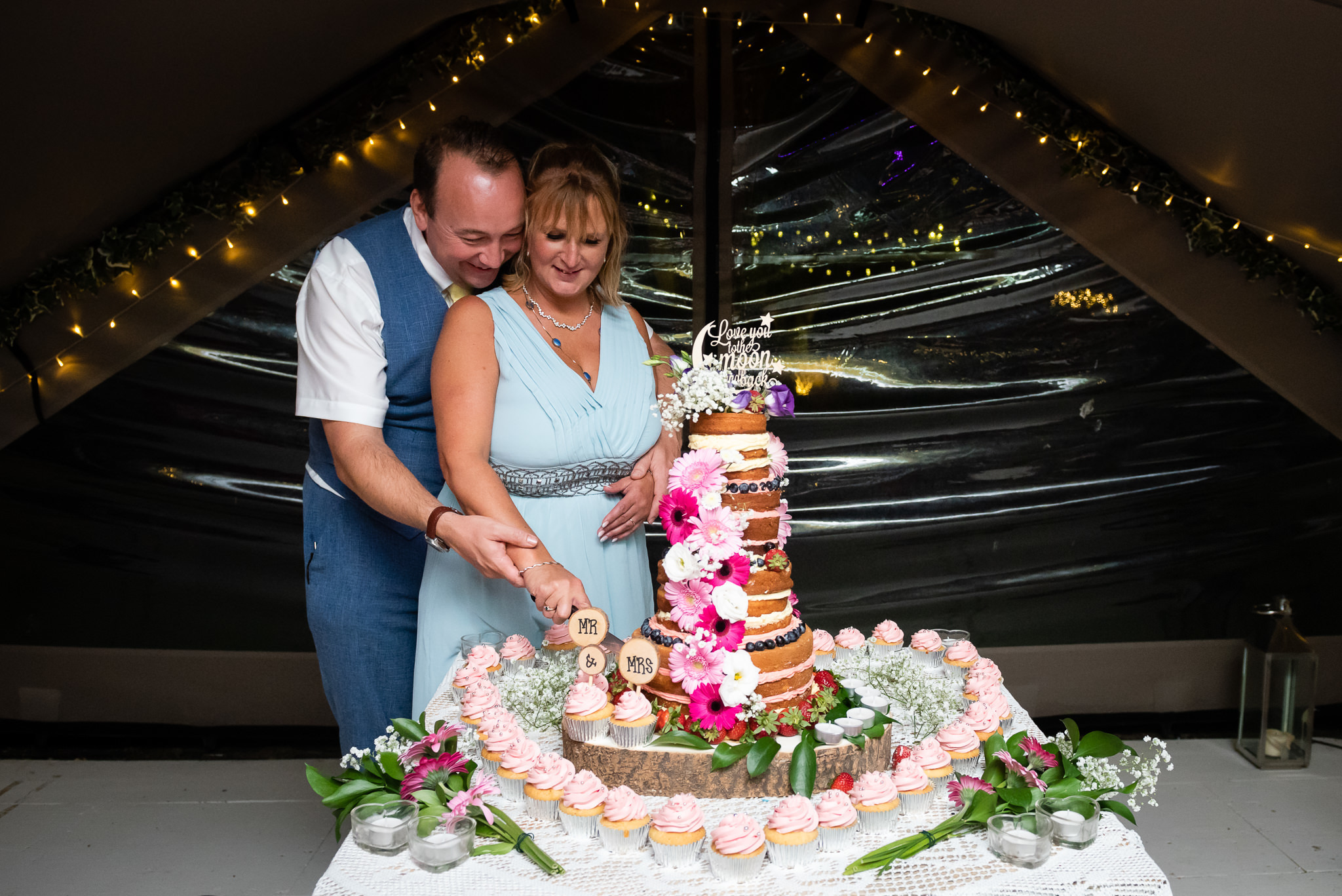 Mel and Neil cut their wedding cake
