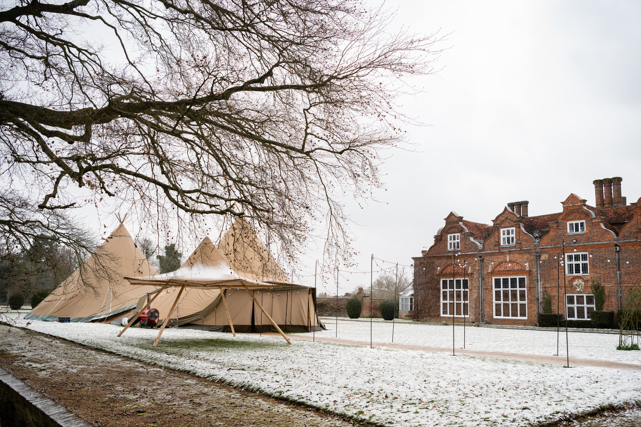 Tipi at Rothamsted Manor in the snow